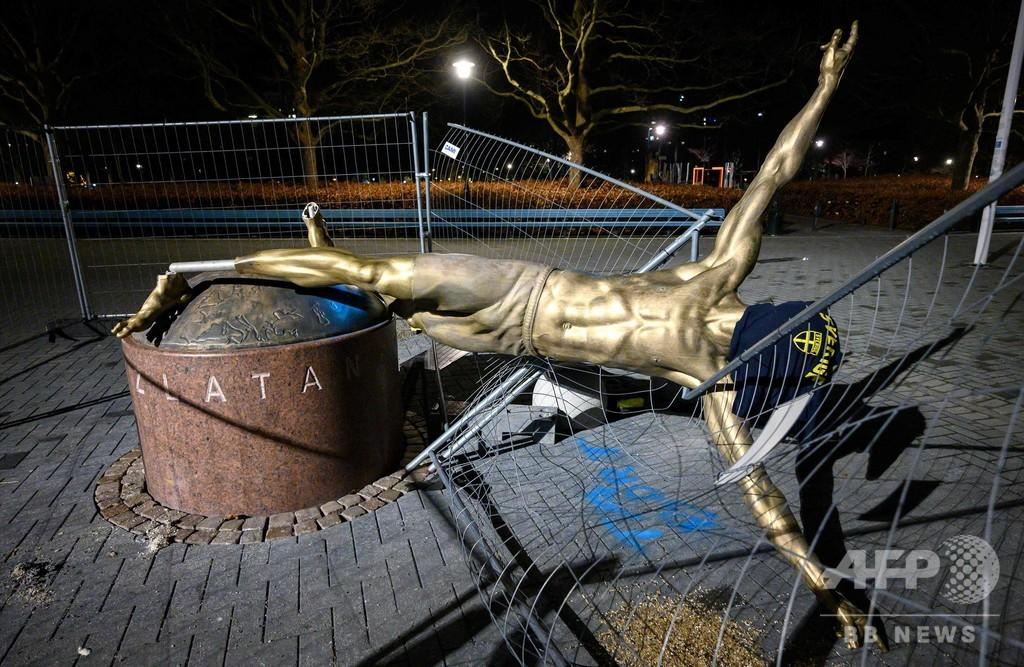 イブラの銅像が脚をへし折られ倒壊、地元からは撤去求める声も