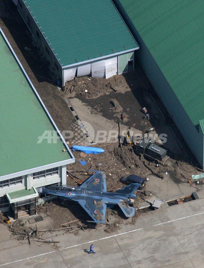 津波に流された空自F2支援戦闘機、宮城県