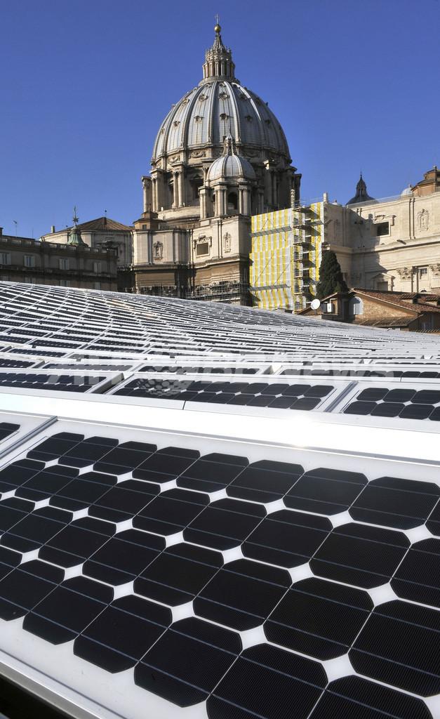 バチカンもエコ、パウロ6世ホールの屋根に太陽光発電パネル2400枚