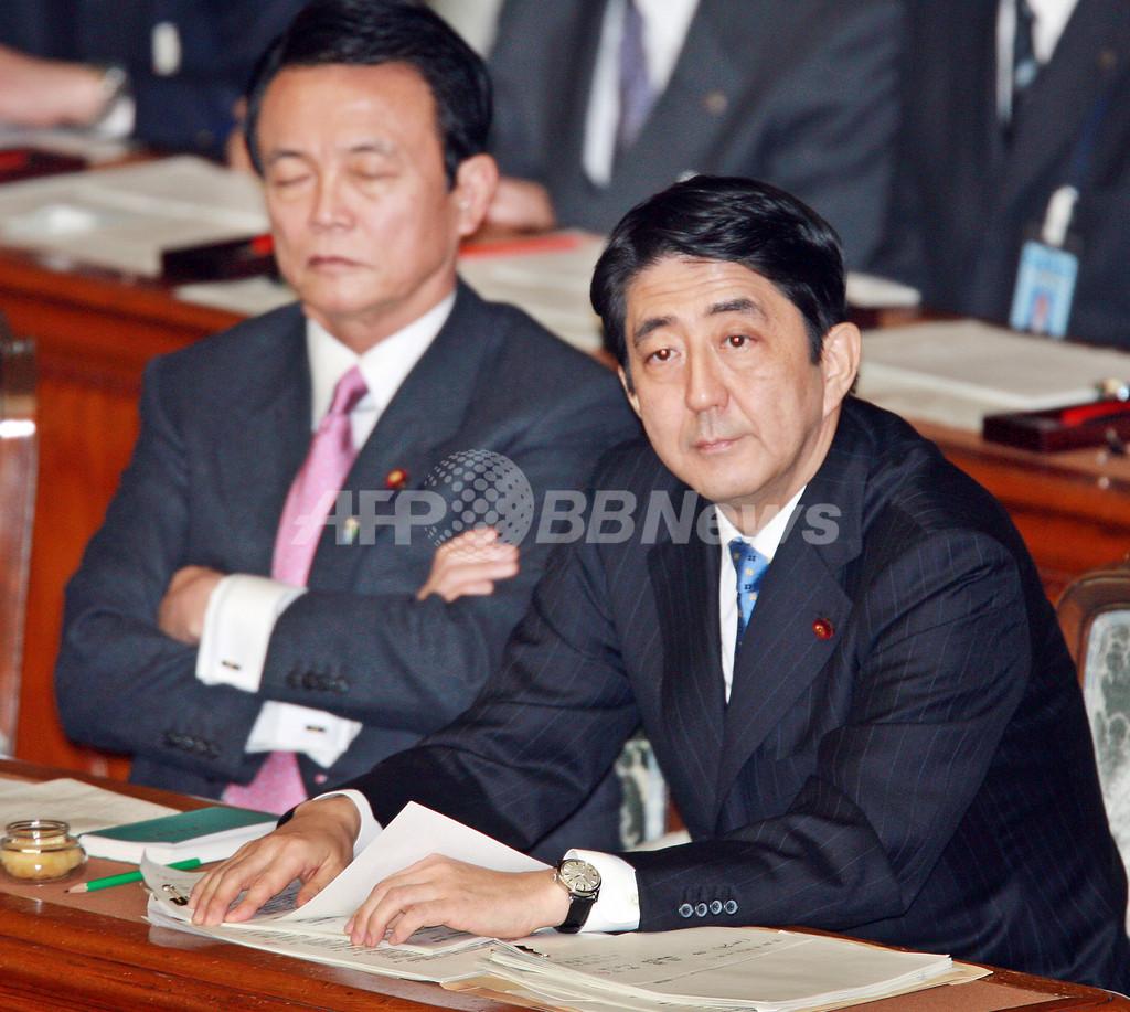 「女性は産む機械」発言の柳沢厚労相、安倍首相が厳重注意