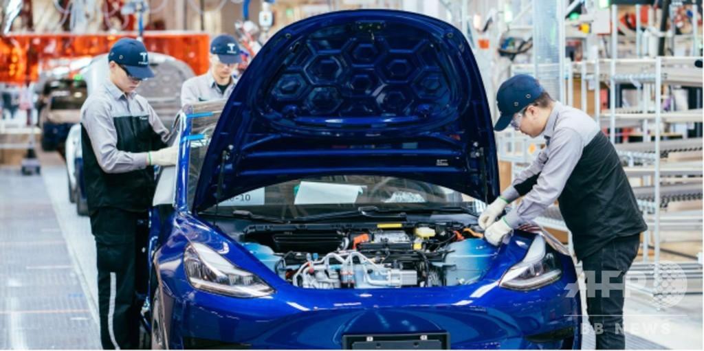 中国産テスラ電気自動車の予約受付開始、EV業界の競争が激化