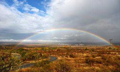 豪雨後の大地に架かる虹、ブルガリア