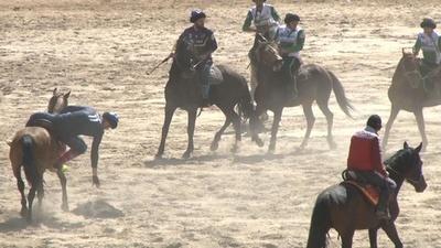 動画:伝統の遊牧民競技を守れ、キルギスで国際大会