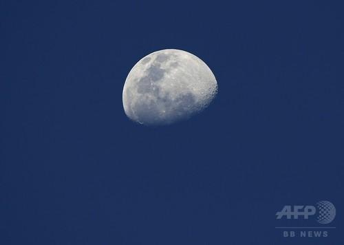 月の表面、8万1000年ごとに「模様替え」 研究