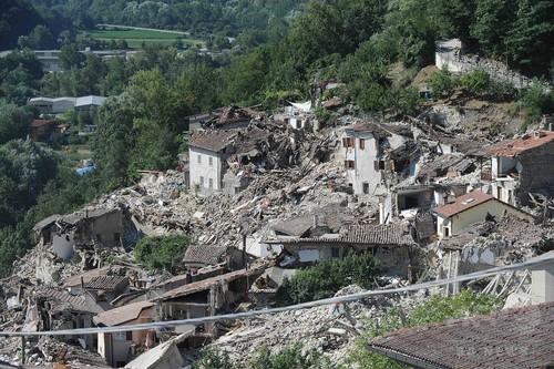 イタリア大地震、死者267人に 非常事態宣言