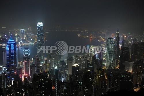 おじいちゃん、夜道で襲われギャングを撃退 香港