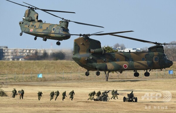 陸自第1空挺団が降下訓練 習志野演習場