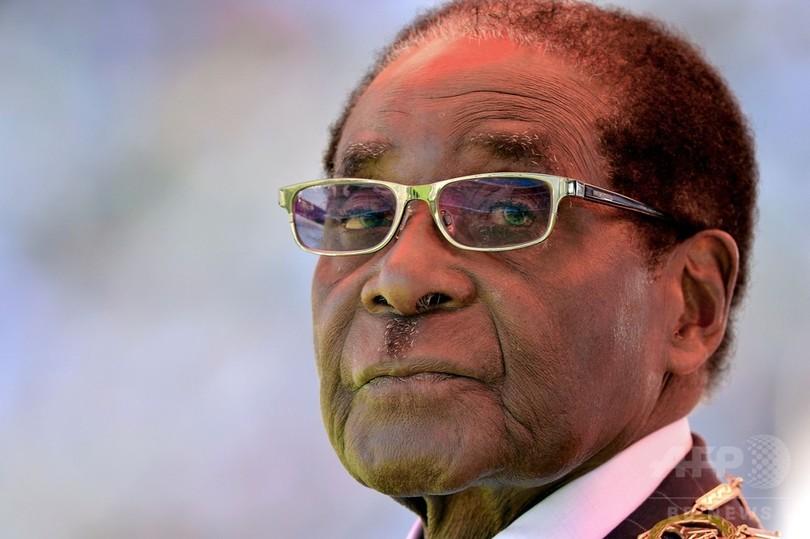 ジンバブエ政府、ムガベ前大統領に家具付き公邸と高級車支給へ