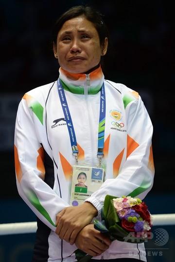 国際ボクシング協会、メダル受け取り拒否の女子ボクサーに出場停止処分