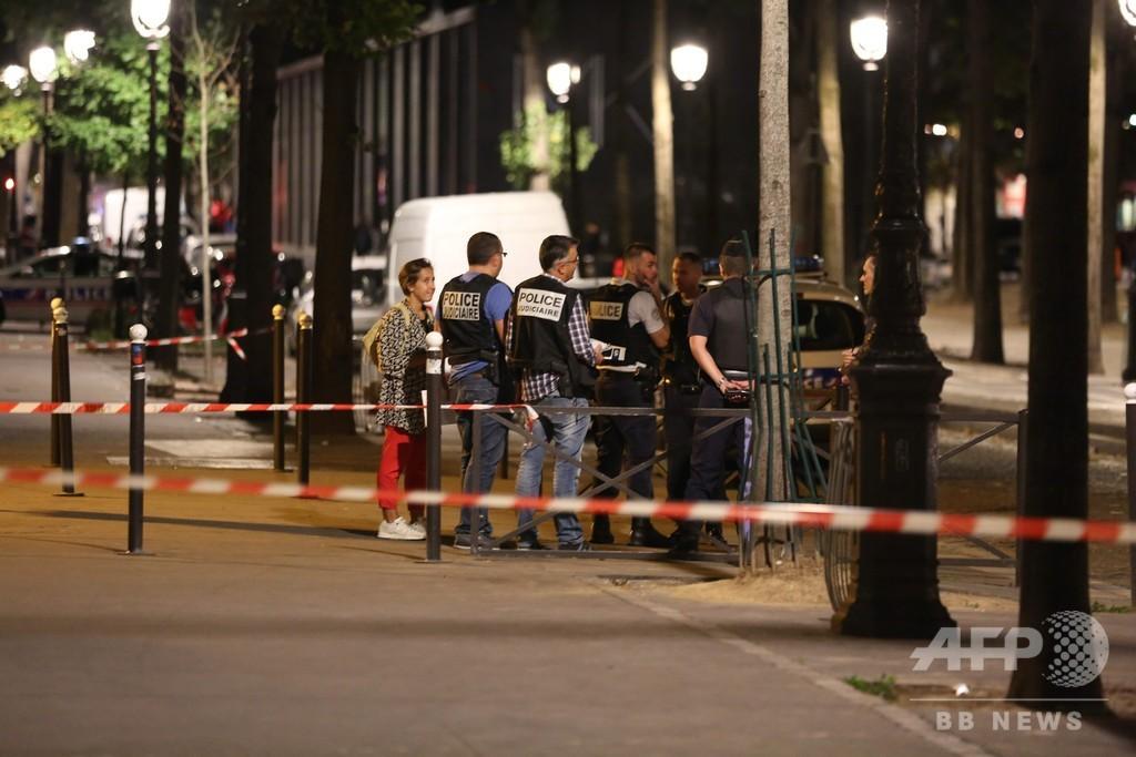 パリで刃物男が襲撃、外国人観光客ら7人負傷