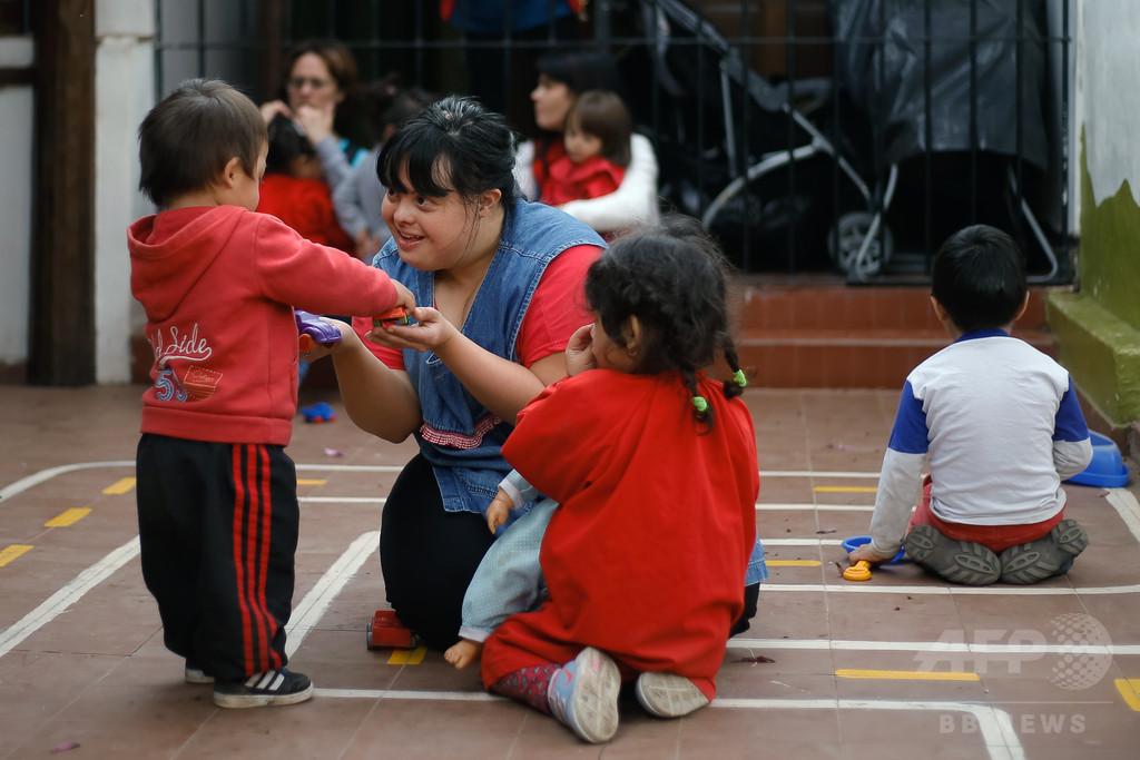偏見に挑む、アルゼンチン初のダウン症保育士