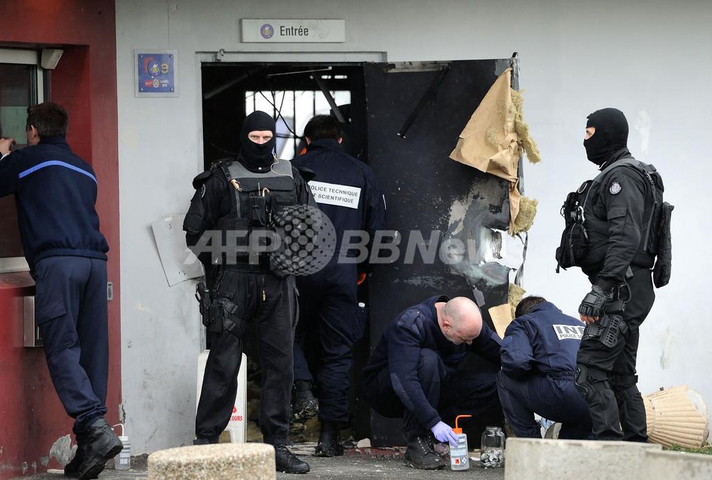 ドア爆破し看守人質に、アクション映画さながらの脱獄劇 フランス