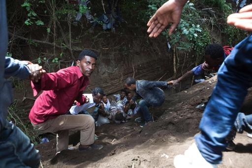 反政府デモで衝突、折り重なって52人死亡 エチオピア