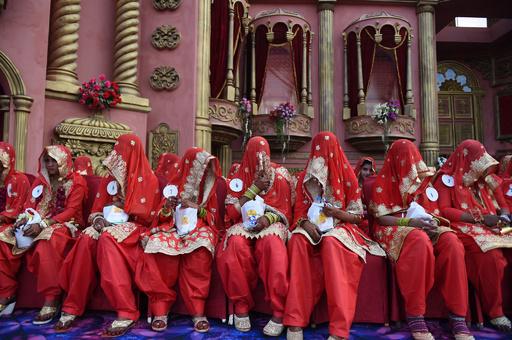 【写真特集】国が違うと結婚式スタイルが異なる 世界の合同結婚式