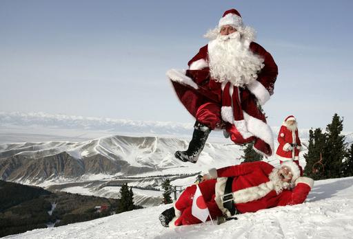 ゲレンデにサンタが大集合「国際サンタクロースフェスティバル」