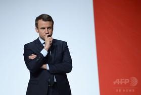仏大統領選、マクロン氏支持の女性議員が応援演説中に倒れ死亡