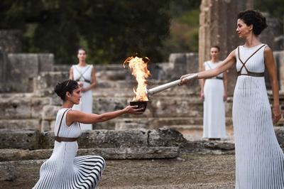 平昌冬季五輪、ギリシャで聖火採火式 聖火リレーに朴智星氏も参加