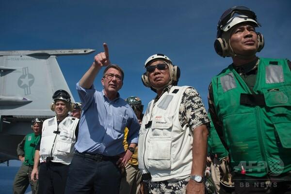 南シナ海航行の空母乗艦=中国を強くけん制-米国防長官