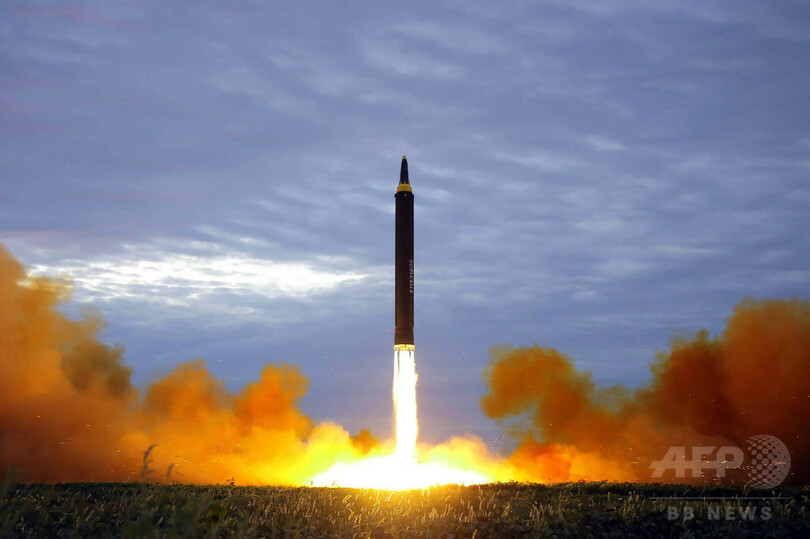 北朝鮮が弾道ミサイル発射、高度4000キロ超 首相「圧力最大限に」 写真 ...