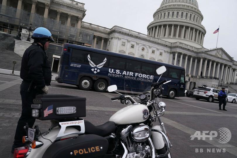 【今日の1枚】待ちぼうけの米空軍バス