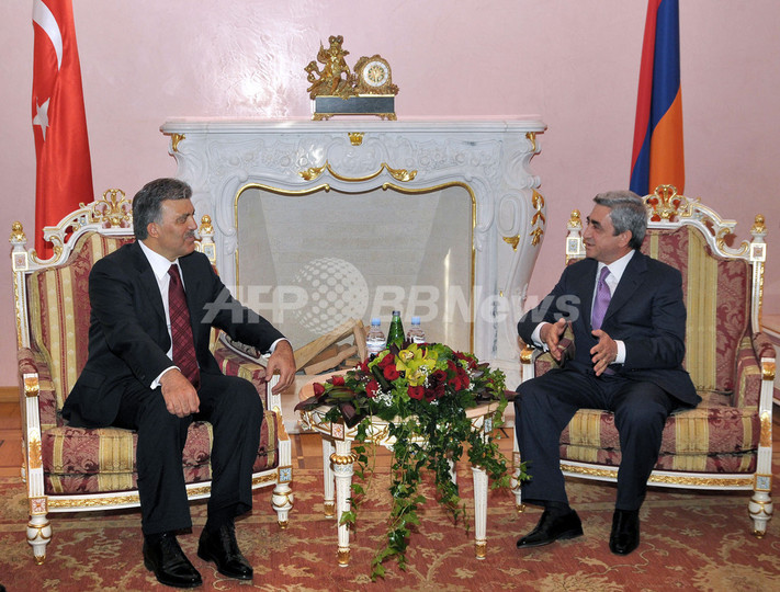 トルコ大統領がアルメニアを初訪問、関係改善に「政治的意思」