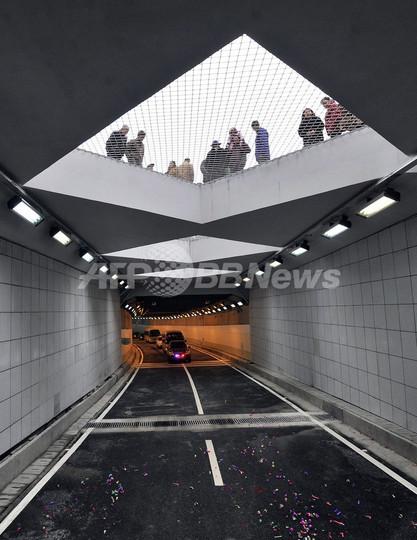 長江の下くぐる初のトンネル、中国・武漢で試験開通