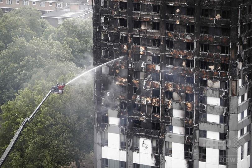 英ロンドン高層住宅火災から1年、元住民「恐怖でパニックに」
