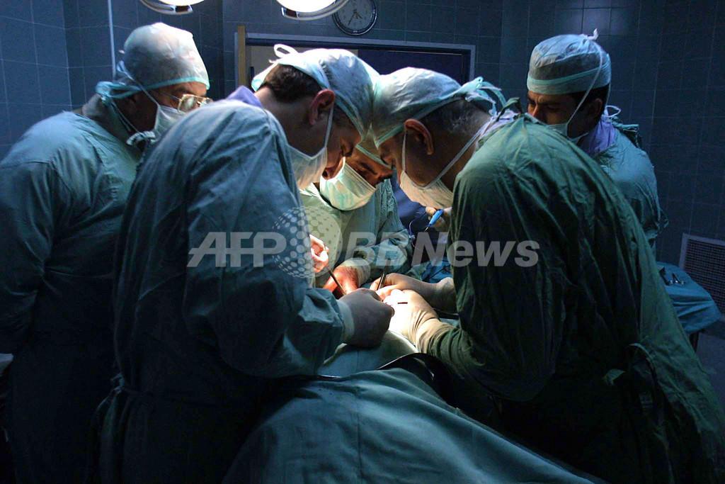 肥満女性の腎臓を膣から摘出、フランスで画期的手術