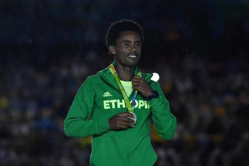 命懸けの抗議した男子マラソン銀メダリスト、エチオピア政府は「帰国を歓迎」