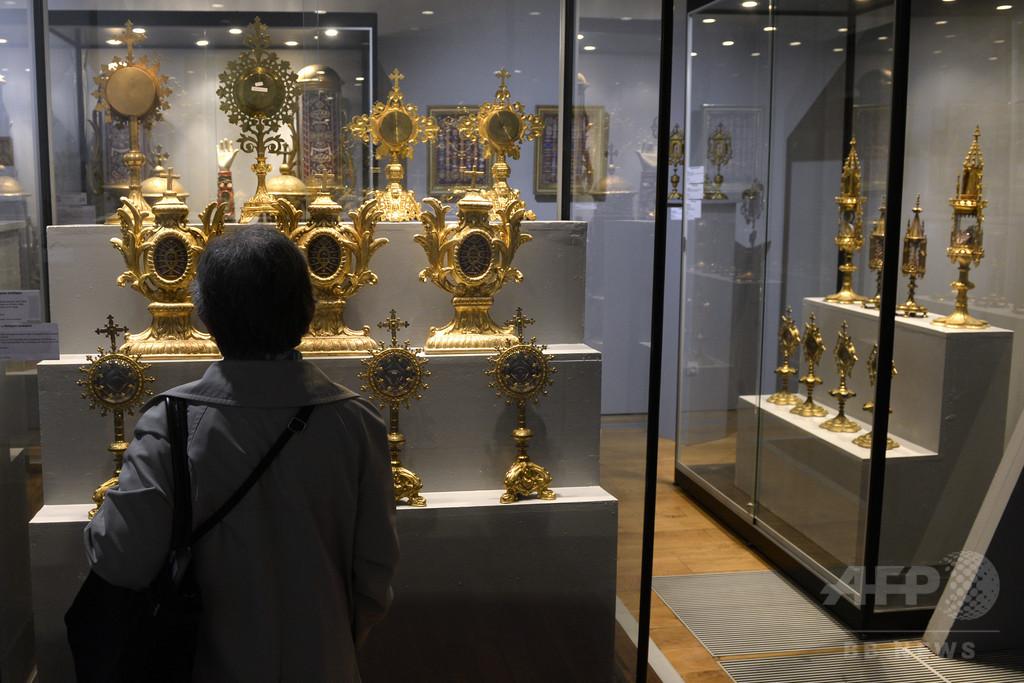仏リヨンの美術館で19世紀の王冠盗まれる、1億円超の価値