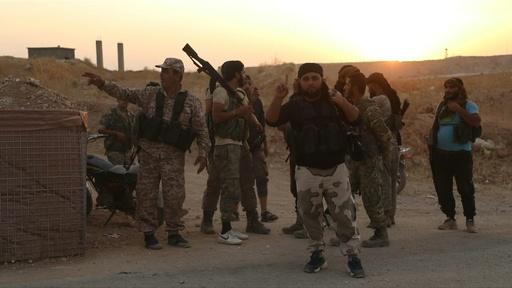 動画:シリア政府軍、対トルコ国境の要衝マンビジに進軍