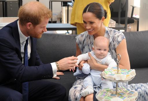 英ヘンリー王子一家のカナダ新生活、歓迎と困惑の住民ら