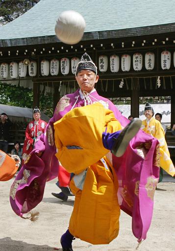 白峰神宮で蹴鞠の奉納 - 京都