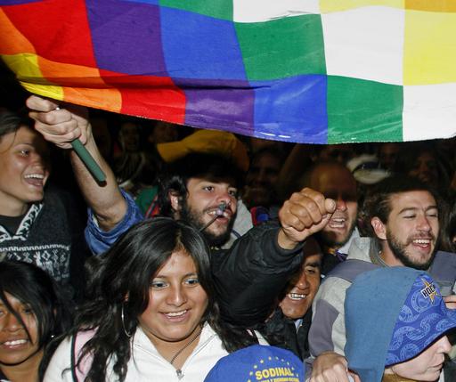 ボリビア憲法改正、国民投票で承認へ 先住民の権利拡大など盛り込む
