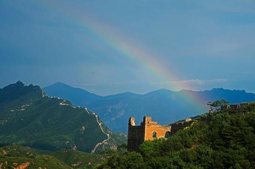 「明朝の精華」 金山嶺長城を望む 河北省
