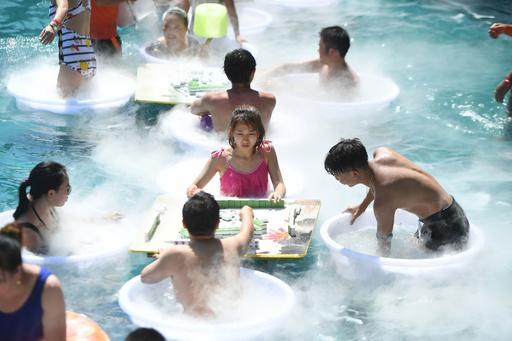猛暑は「プールマージャン」で吹き飛ばせ! 重慶