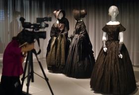 喪服の展覧会、米メトロポリタン美術館で開催