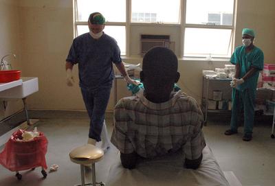 男性の包皮切除がエイズ感染予防に? - スワジランド