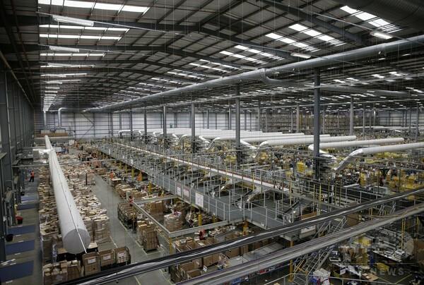 ブラックフライデー、英国にも波及 アマゾン倉庫は大忙し