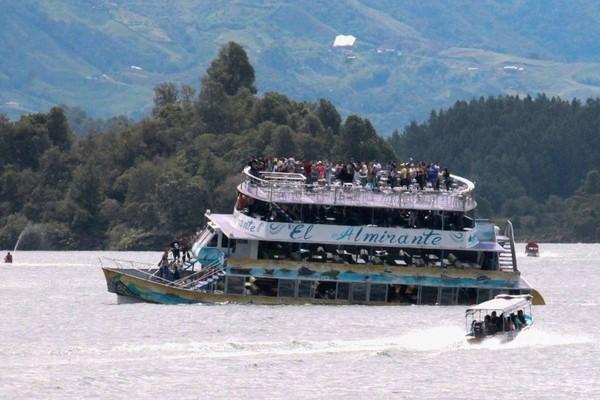 コロンビアの人造湖で観光船が沈没、6人死亡 31人不明