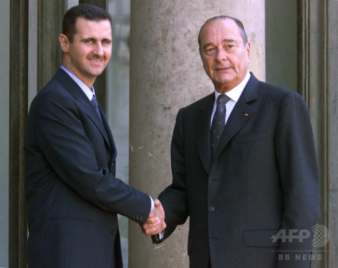 フランス、シリア大統領に授与の最高勲章を剥奪へ