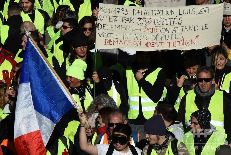 仏首相、「黄色いベスト」に対話呼びかけ 抗議デモで1385人拘束