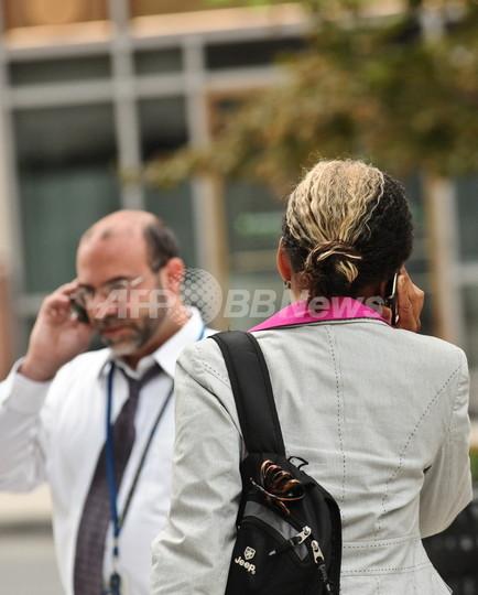 女性は年をとると夫への関心が薄れる、携帯電話記録で立証