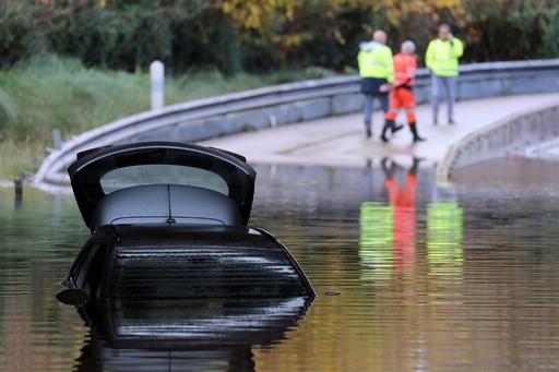 洪水被害の南仏で救助ヘリ墜落、隊員3人死亡