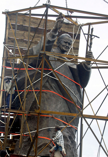 東ティモールに前ローマ法王ヨハネ・パウロ2世の像建立