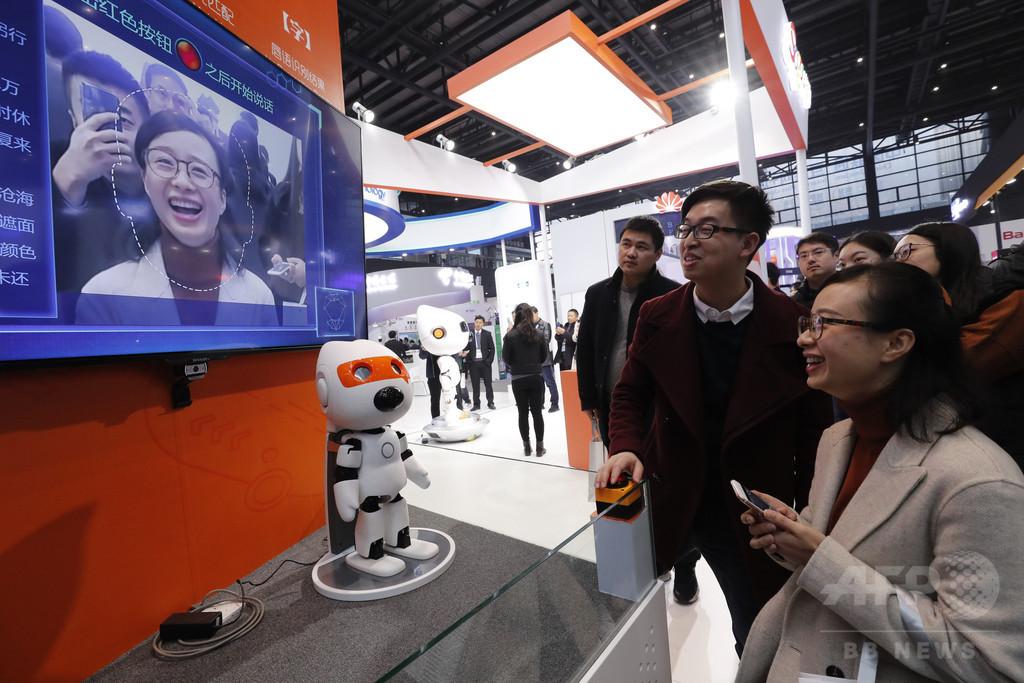 唇の動きを画像認識、会話を解読 中国のIT企業が開発