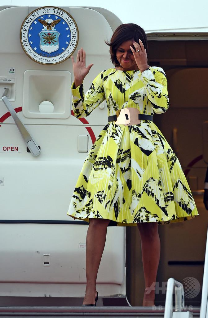 ミシェル夫人、羽田空港到着の際は「ケンゾー」と「ジミー・チュウ」