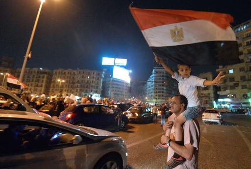 エジプト大統領選、シシ氏が圧勝