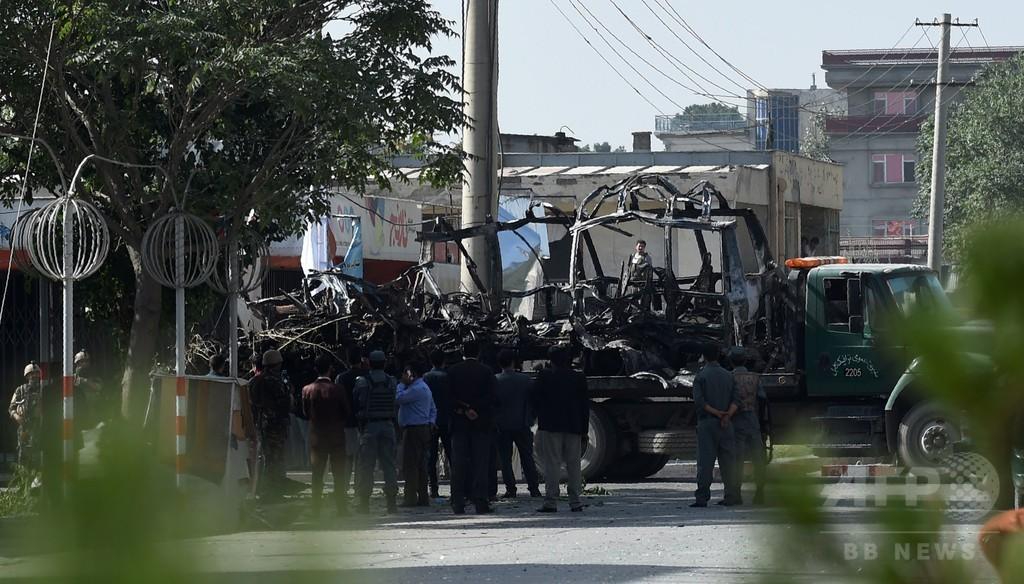 アフガン首都で自動車爆弾攻撃、政府職員ら24人死亡 42人負傷