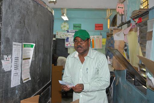 ジャマイカ総選挙、混乱の中で投票終わる